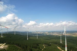 THEE erweitert ihr Erzeugungsportfolio. Im Bild Bestands-Windpark Kandrich © Schulte / THEE