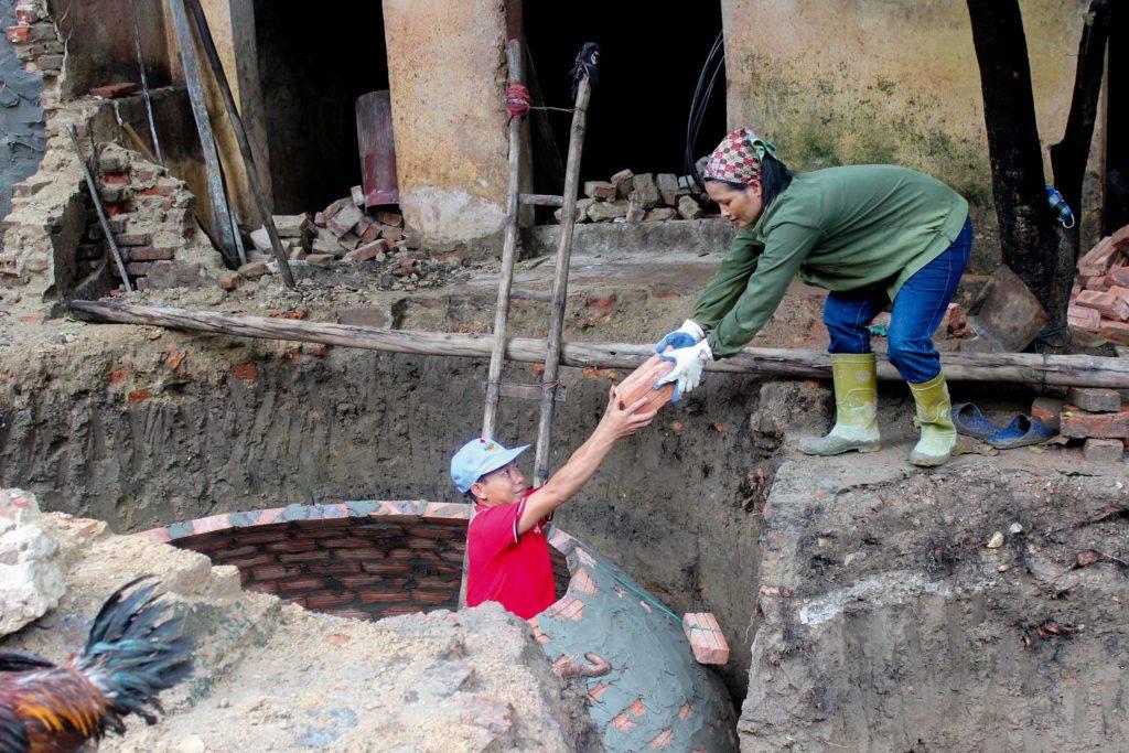 In Vietnam wird durch den Bau von Kleinbiogasanlagen in Haushalten ein wirksamer Beitrag zum Klimaschutz geleistet.